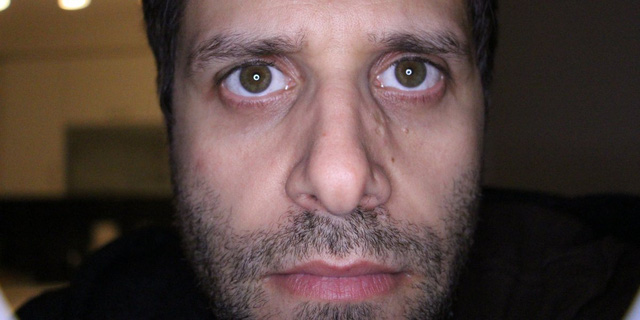 Không nên đăng ảnh chụp cận mặt và  chằm chằm nhìn vào chiếc camera với đường nét khuôn mặt rõ