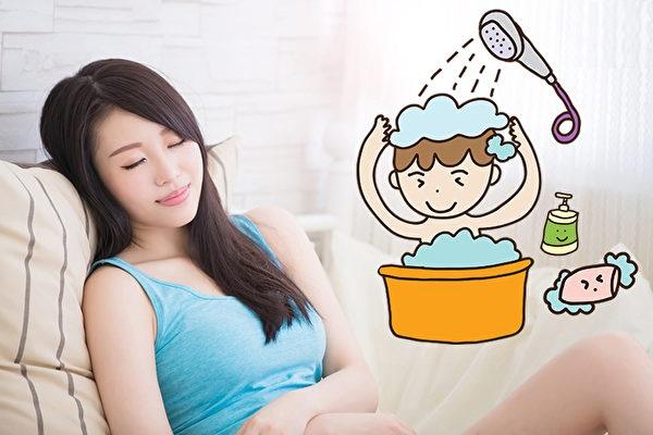 Khoảng bao lâu sau sinh mổ thì mẹ có thể tắm gội