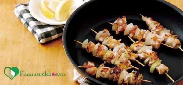 Cuối tuần đổi món với thịt gà xiên Yakitori Nhật Bản cực đơn giản - Ảnh 1