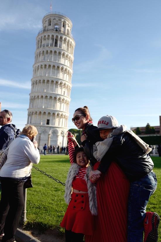 Không ngờ con trai riêng của Jennifer Phạm lại phản ứng thế này khi đi du lịch cùng gia đình mới của mẹ - Ảnh 6