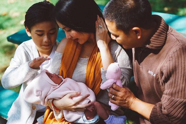 Về nhà bố mẹ chồng ở Mỹ, cả Kim Hiền lẫn con gái đều thích thú