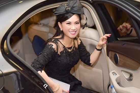Muốn gặp được Angelina Jolie, em gái Cẩm Ly phải có khối tài sản 'khủng' như thế này - Ảnh 10
