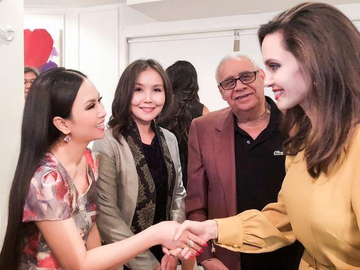 Muốn gặp được Angelina Jolie, em gái Cẩm Ly phải có khối tài sản 'khủng' như thế này - Ảnh 12