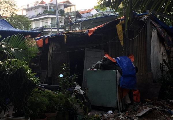 Cảnh đời bi đát của 3 chị em mồ côi cả cha lẫn mẹ trong căn lều nát giữa lòng Sài Gòn - Ảnh 2