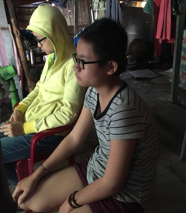 Cảnh đời bi đát của 3 chị em mồ côi cả cha lẫn mẹ trong căn lều nát giữa lòng Sài Gòn - Ảnh 4