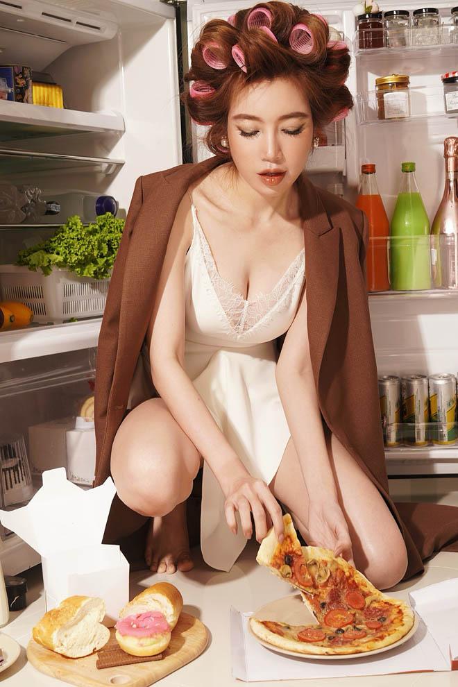 Choáng với hình ảnh Elly Trần khoe 3 vòng nóng bỏng bên bàn ăn - Ảnh 7