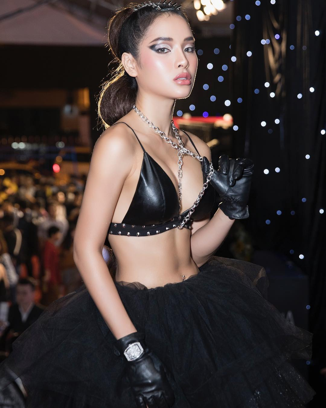 Liên tục đăng hình ảnh nóng bỏng,  Phương Trinh Jolie  bị chỉ trích 'nghiện khoe thân' - Ảnh 12