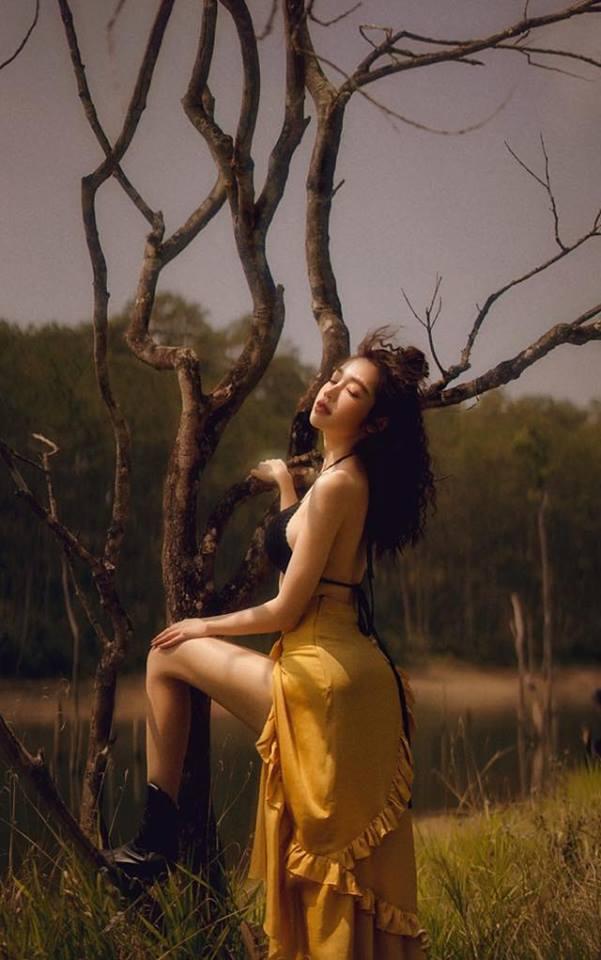 Elly Trần gợi cảm trong bộ ảnh mới, khoe vòng 2 phẳng lỳ khiến người hâm mộ không ngừng xuýt xoa - Ảnh 6
