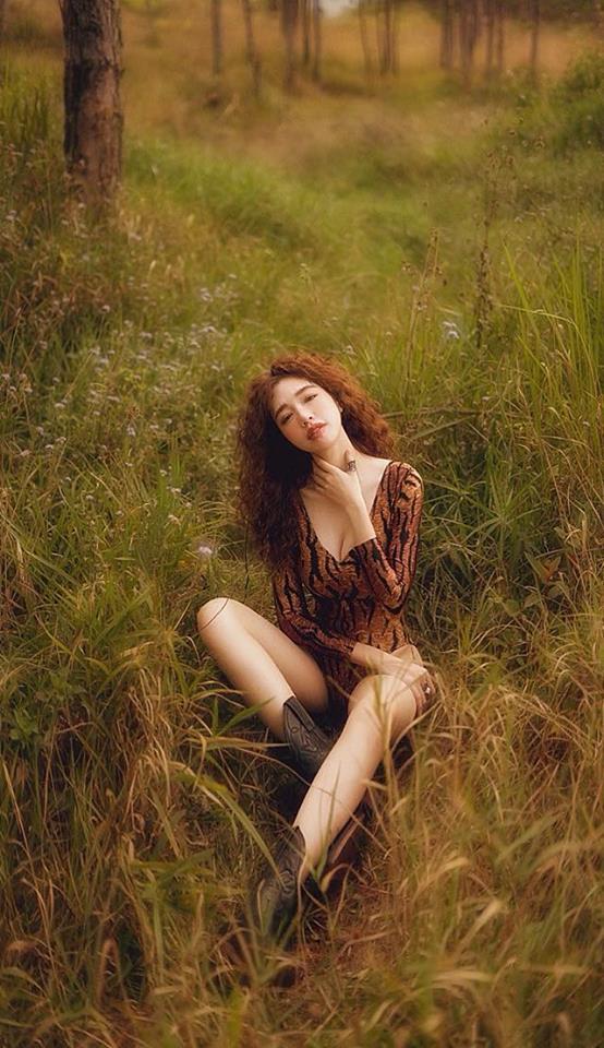 Elly Trần gợi cảm trong bộ ảnh mới, khoe vòng 2 phẳng lỳ khiến người hâm mộ không ngừng xuýt xoa - Ảnh 7
