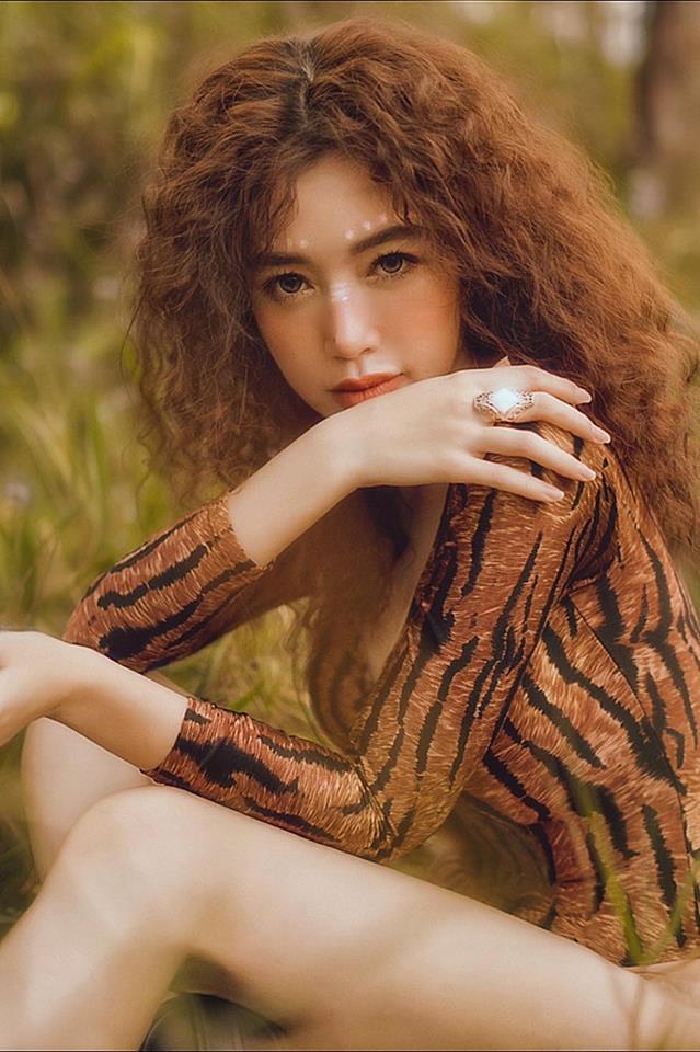 Elly Trần gợi cảm trong bộ ảnh mới, khoe vòng 2 phẳng lỳ khiến người hâm mộ không ngừng xuýt xoa - Ảnh 9