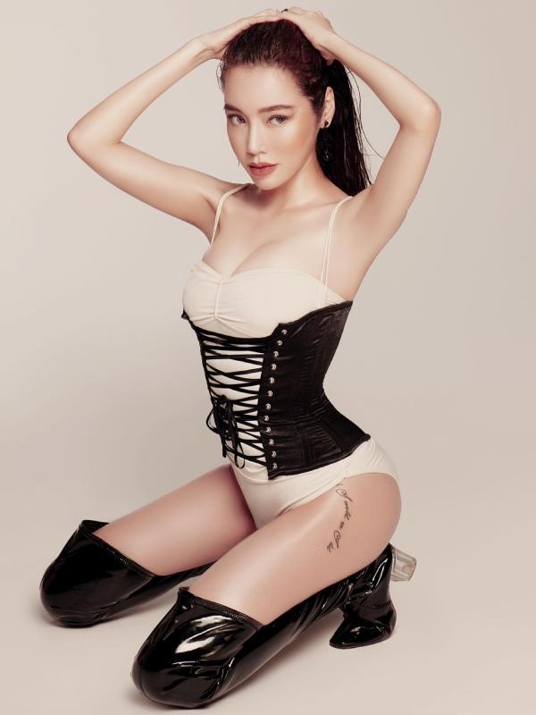 Elly Trần làm cách nào để ngày càng trẻ đẹp hơn cả thời đôi mươi? - Ảnh 1