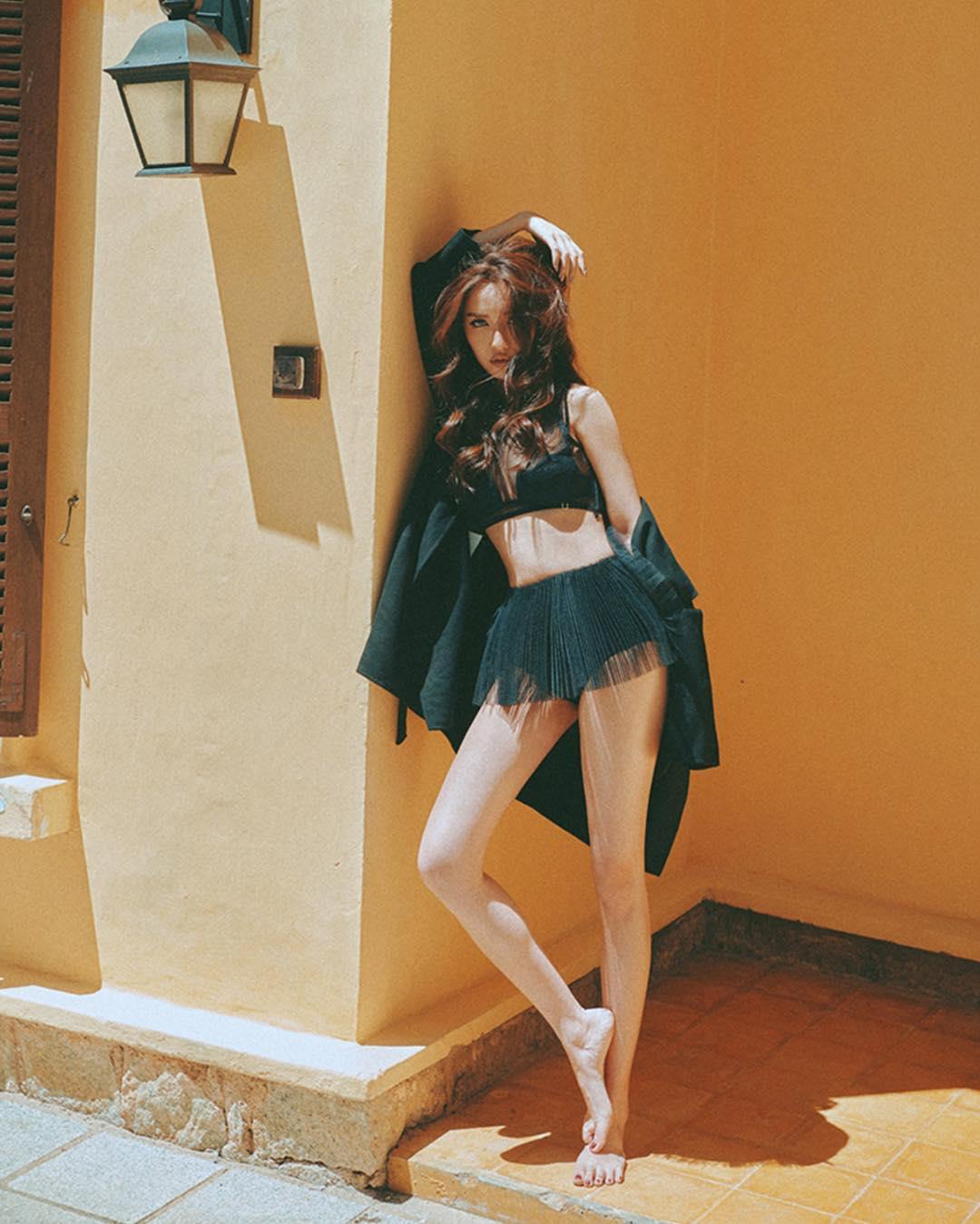 Ngoài Bích Phương, showbiz Việt còn những đôi chân 'cực phẩm' nhìn là mê - Ảnh 3
