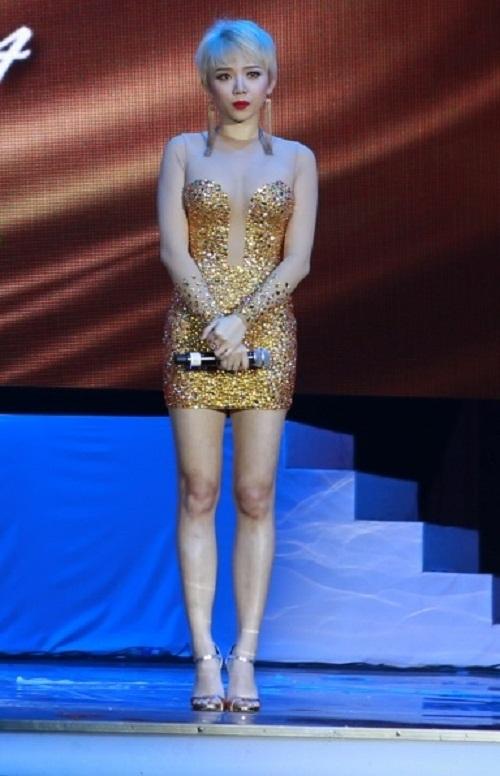 Ngoài Bích Phương, showbiz Việt còn những đôi chân 'cực phẩm' nhìn là mê - Ảnh 10