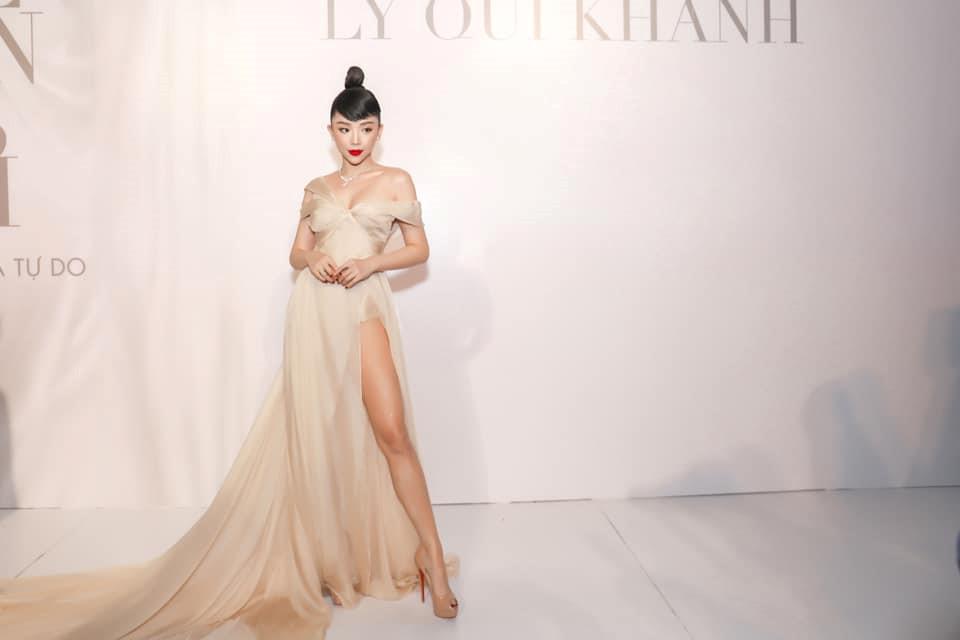 Ngoài Bích Phương, showbiz Việt còn những đôi chân 'cực phẩm' nhìn là mê - Ảnh 11