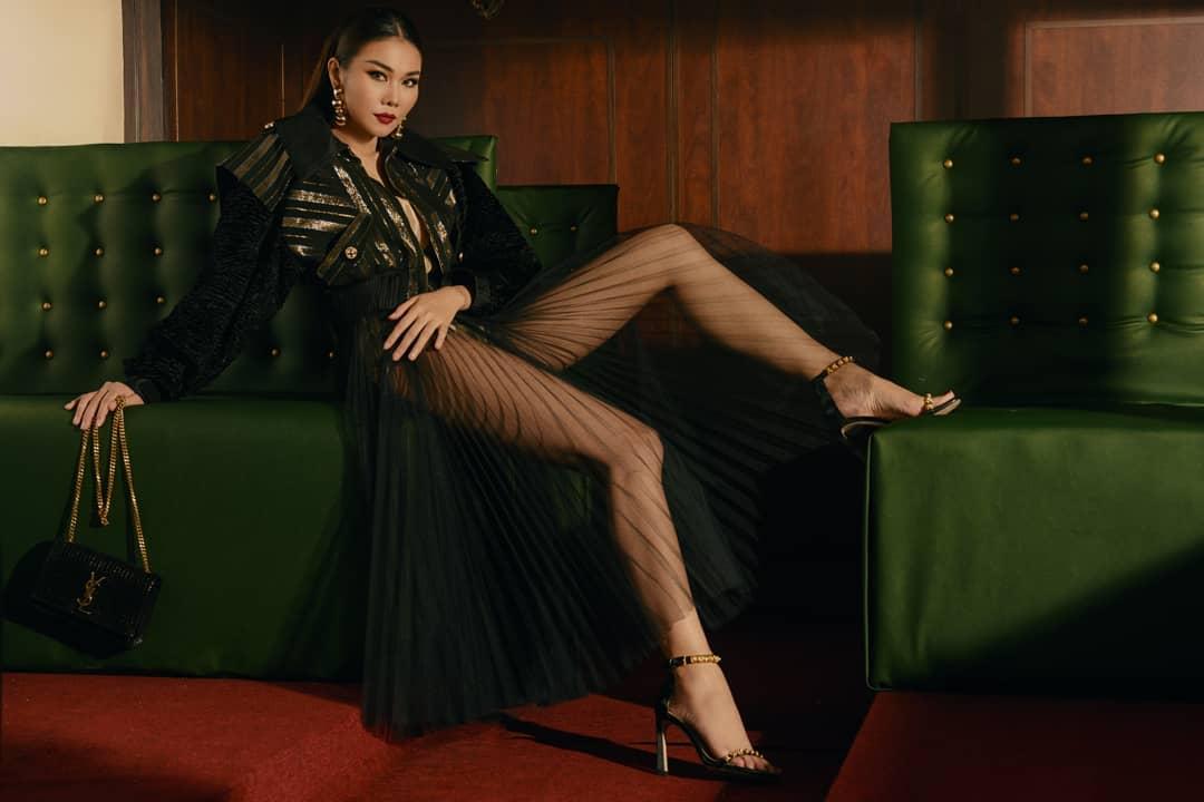 Ngoài Bích Phương, showbiz Việt còn những đôi chân 'cực phẩm' nhìn là mê - Ảnh 17