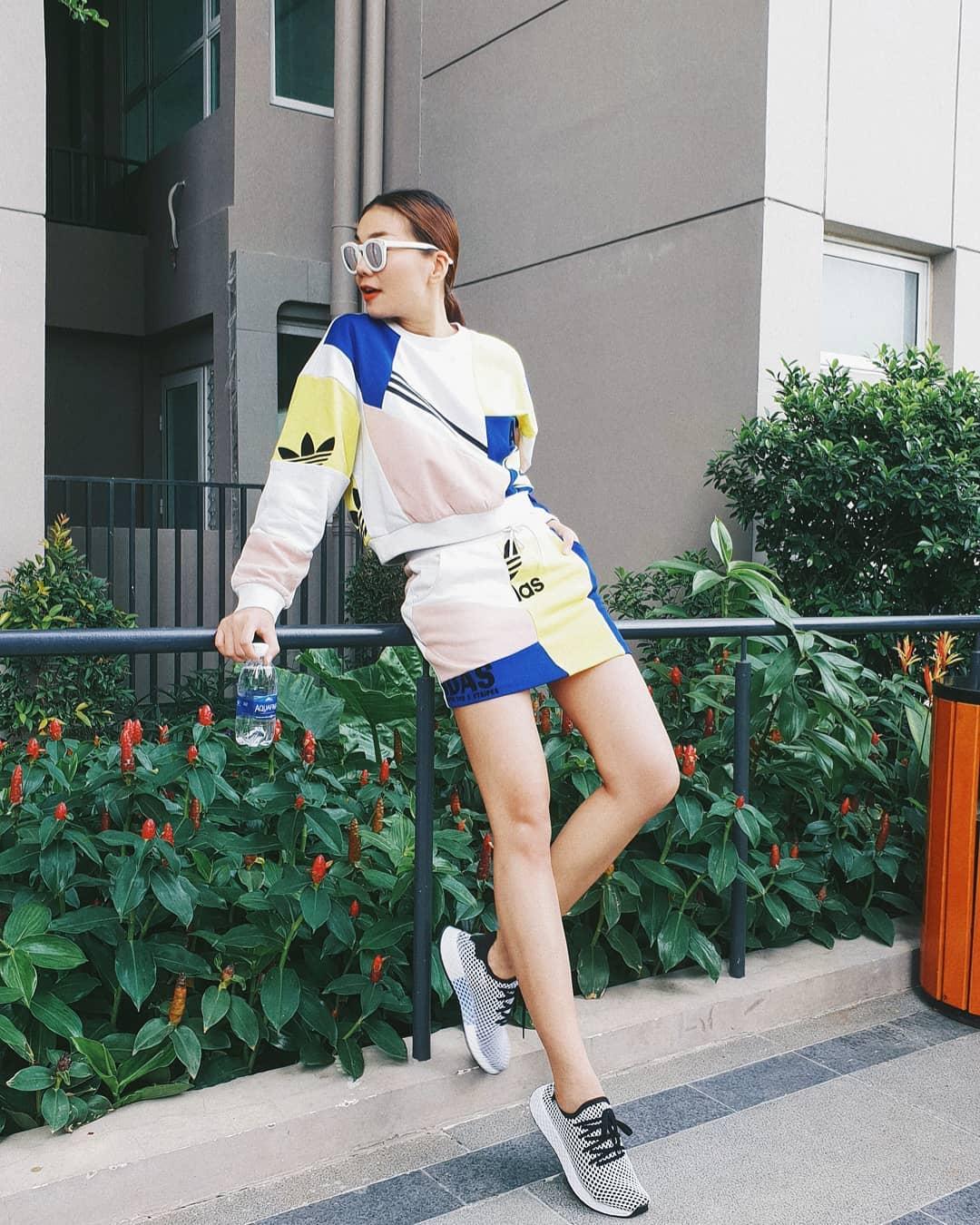 Ngoài Bích Phương, showbiz Việt còn những đôi chân 'cực phẩm' nhìn là mê - Ảnh 19