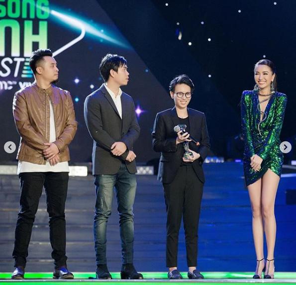 Ngoài Bích Phương, showbiz Việt còn những đôi chân 'cực phẩm' nhìn là mê - Ảnh 4