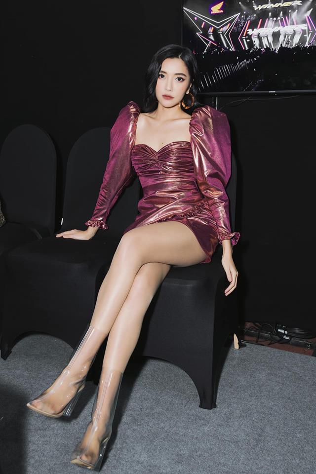 Ngoài Bích Phương, showbiz Việt còn những đôi chân 'cực phẩm' nhìn là mê - Ảnh 2