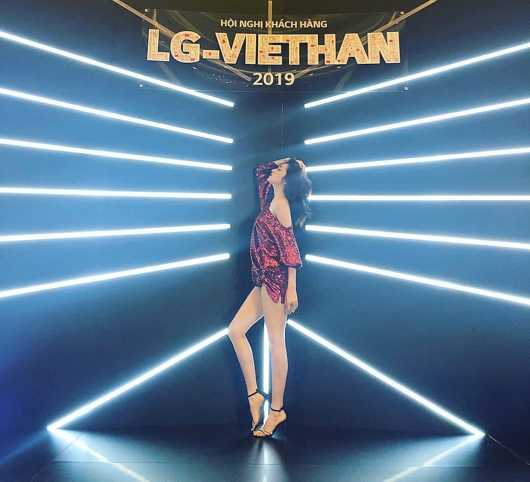 Ngoài Bích Phương, showbiz Việt còn những đôi chân 'cực phẩm' nhìn là mê - Ảnh 5