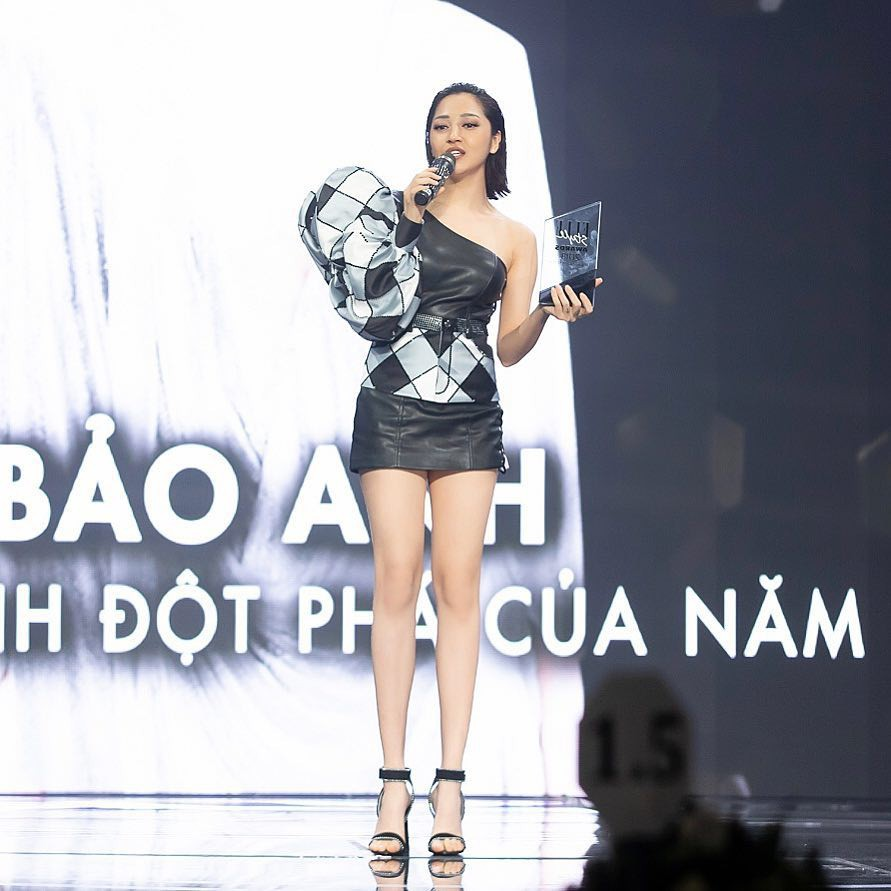 Ngoài Bích Phương, showbiz Việt còn những đôi chân 'cực phẩm' nhìn là mê - Ảnh 7