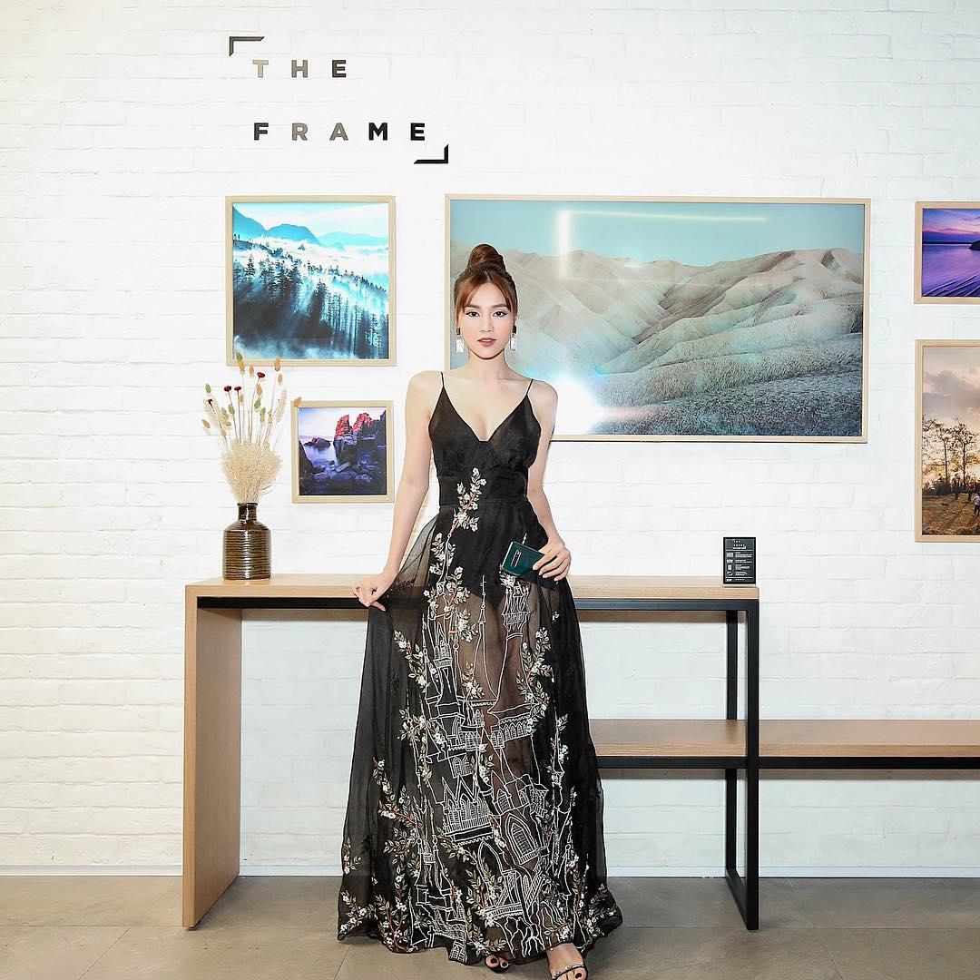 Ninh Dương Lan Ngọc chính thức gia nhập 'cuộc đua' gợi cảm của showbiz Việt - Ảnh 11