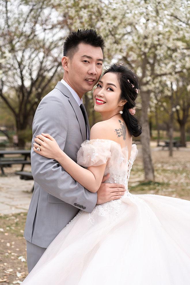 Ốc Thanh Vân lộ hình xăm lớn trong bộ ảnh kỷ niệm 11 năm cưới - Ảnh 2