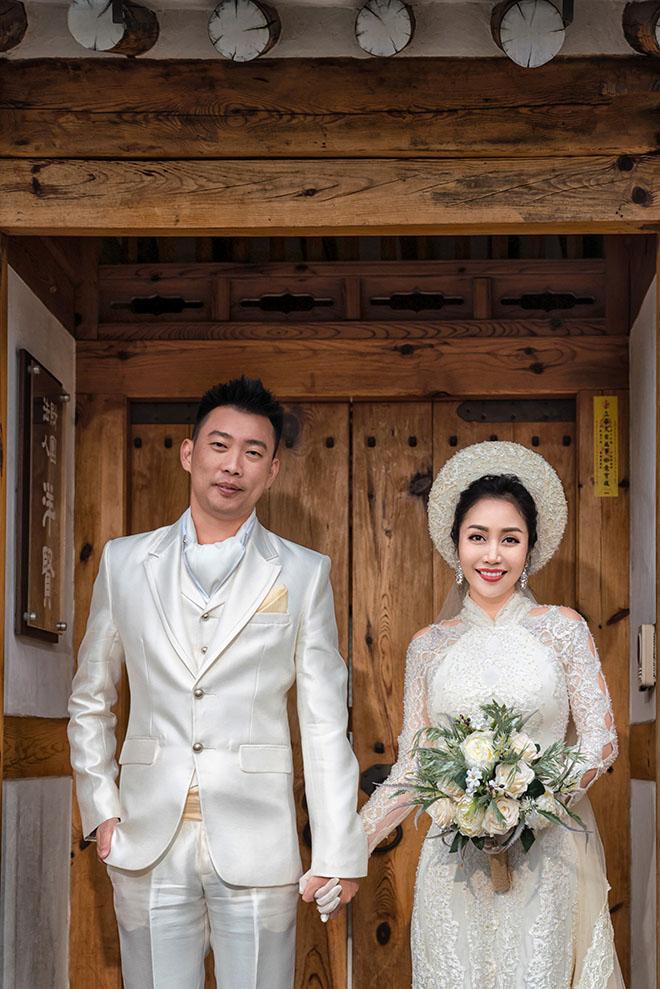 Ốc Thanh Vân lộ hình xăm lớn trong bộ ảnh kỷ niệm 11 năm cưới - Ảnh 4