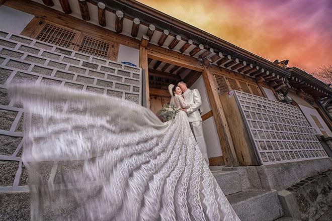 Ốc Thanh Vân lộ hình xăm lớn trong bộ ảnh kỷ niệm 11 năm cưới - Ảnh 5