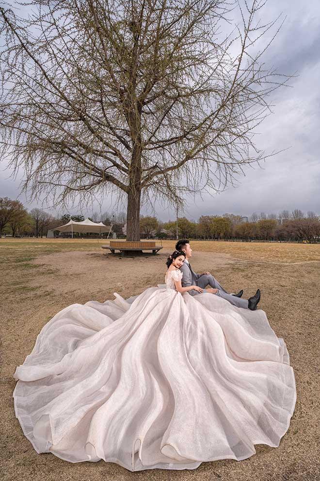 Ốc Thanh Vân lộ hình xăm lớn trong bộ ảnh kỷ niệm 11 năm cưới - Ảnh 7