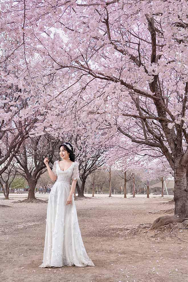 Ốc Thanh Vân lộ hình xăm lớn trong bộ ảnh kỷ niệm 11 năm cưới - Ảnh 9