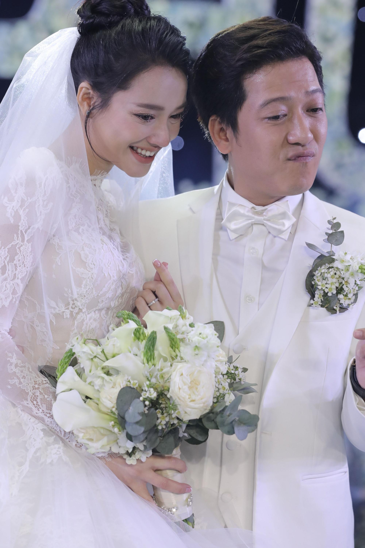 'Soi' quà cưới của sao Việt: Vợ sắp cưới của Cường Đô La khiến chị em ghen tị nhất - Ảnh 4