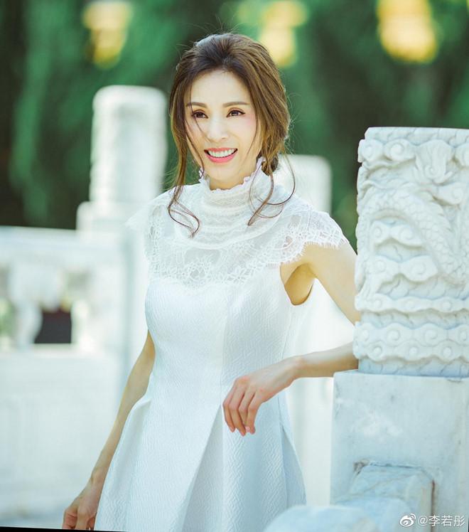'Tiểu Long Nữ đẹp nhất màn ảnh' khoe nhan sắc tươi trẻ tuổi 46 - Ảnh 2