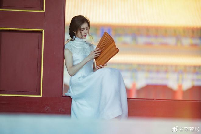 'Tiểu Long Nữ đẹp nhất màn ảnh' khoe nhan sắc tươi trẻ tuổi 46 - Ảnh 6