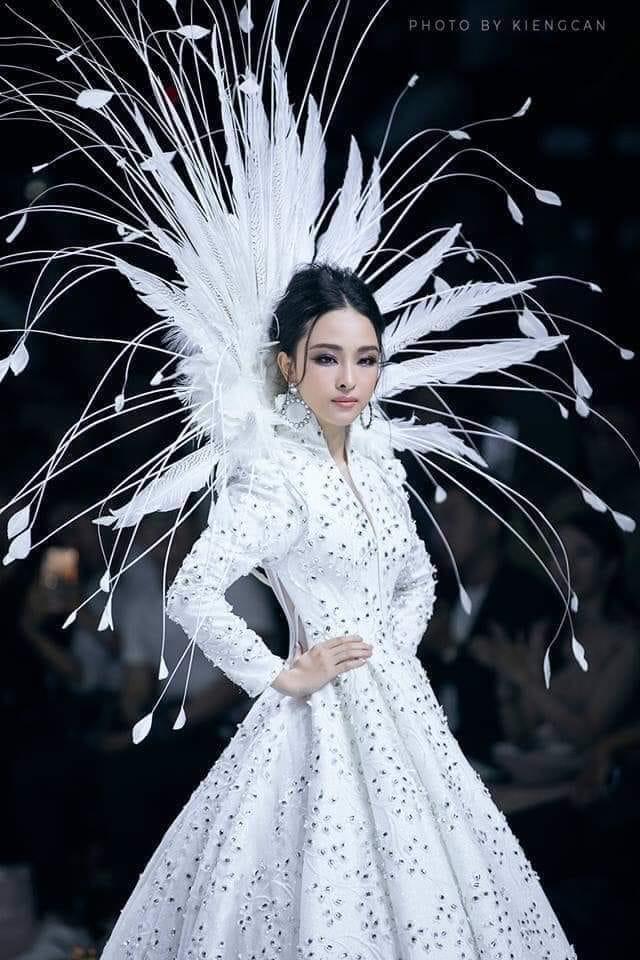 Trương Hồ Phương Nga mặc giản dị đi hội đình vẫn gây chú ý vì nhan sắc nổi bật - Ảnh 8