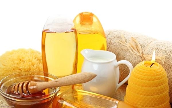 Uống mật ong với nước ấm để giảm cân mỗi ngày