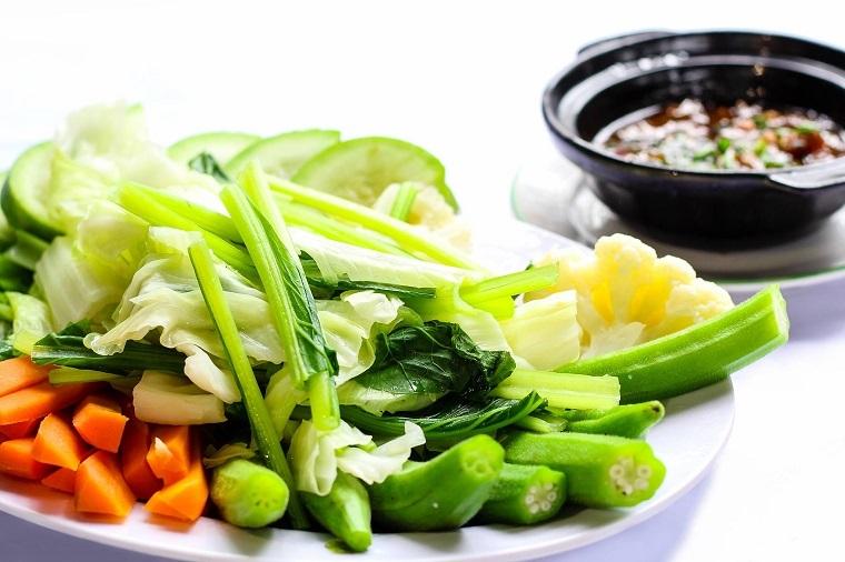 Chế biến rau luộc thay cho rau xào giúp giảm cân hiệu quả.