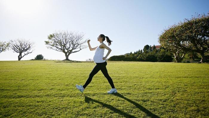Vận động nhẹ nhàng là cách giảm cân sau sinh hiệu quả nhất