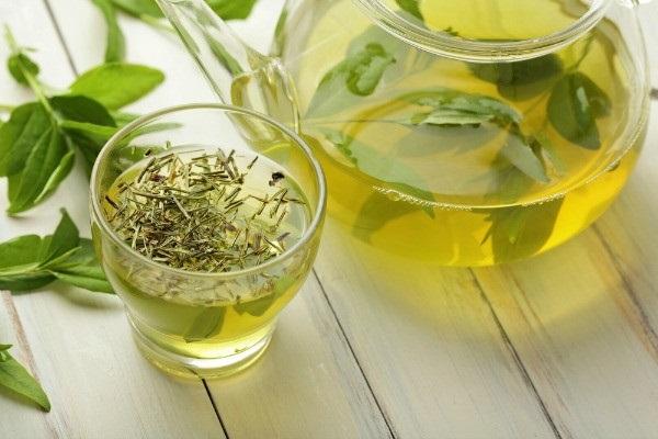 Giảm cân sau sinh hiệu quả với trà xanh