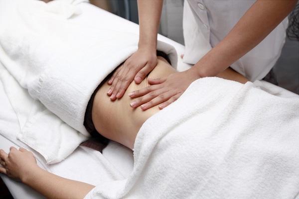 Massage bụng mỗi ngày giúp loại bỏ mỡ thừa sau sinh hiệu quả