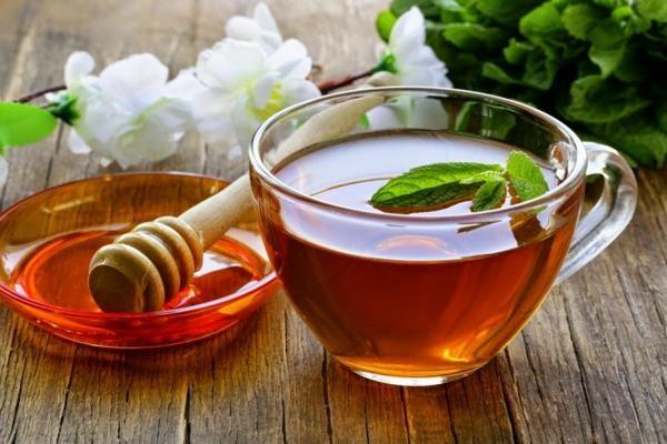 Giảm cân bằng mật ong kết hợp nước trà xanh