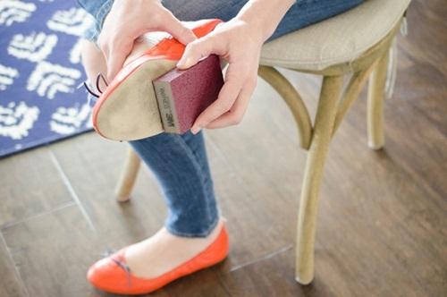 Đi giày cao gót suốt ngày mà không biết 10 mẹo này để không bị đau chân, phồng chân thì quá phí - Ảnh 4
