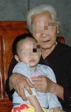 Bé 6 tháng tuổi nằm trên vũng máu với mẹ sau trận mưa dao của người chú tàn độc bây giờ ra sao? - Ảnh 3