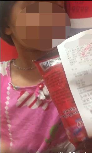 Hà Nội: Người mẹ đánh và bỏ lại con ở siêu thị chỉ vì gói kẹo - Ảnh 3