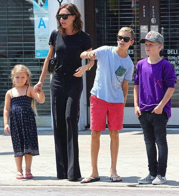 Harper - Cô công chúa sinh ra trong nhung lụa của vợ chồng Beckham được nuôi dạy như nào? - Ảnh 12