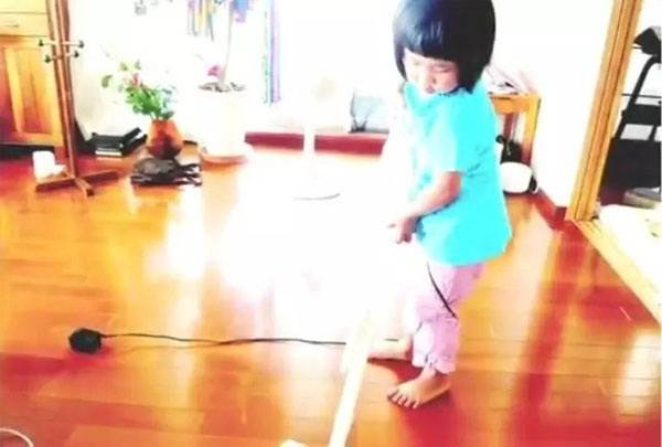 Rơi nước mắt lý do mẹ ép con 4 tuổi nấu ăn, làm việc nhà - Ảnh 8