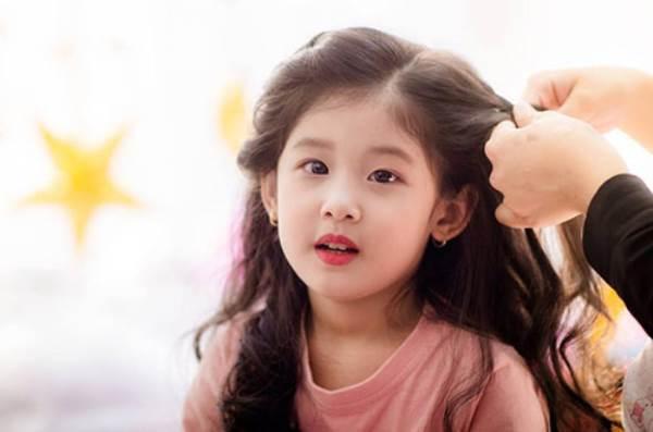 Vẻ đẹp của bé gái Hải Dương được coi như bản sao 'Thần tiên tỉ tỉ' Lưu Diệc Phi - Ảnh 9
