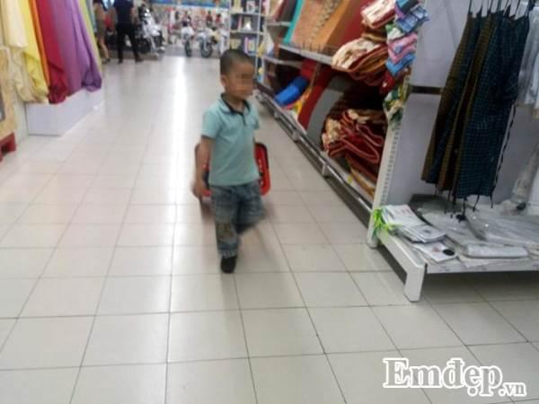 Cho con đi siêu thị, cha mẹ lưu ý tình huống gây nguy hiểm cho trẻ - Ảnh 1
