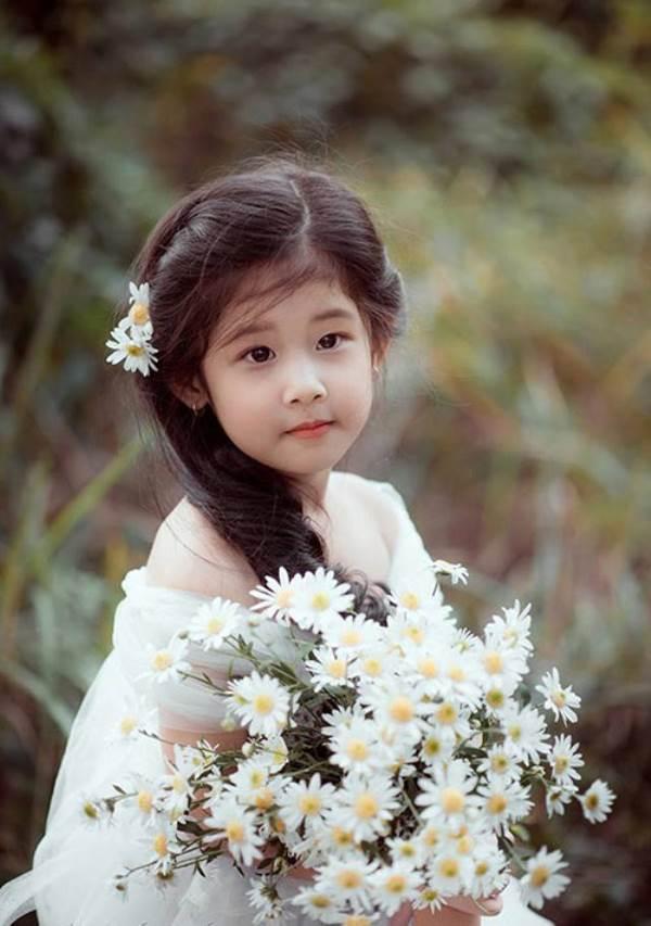 Vẻ đẹp của bé gái Hải Dương được coi như bản sao 'Thần tiên tỉ tỉ' Lưu Diệc Phi - Ảnh 1