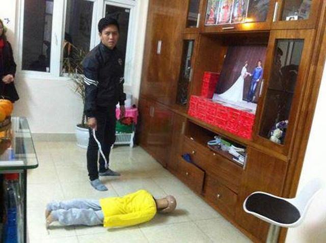 Rợn người trước lời khai của bố ruột bạo hành bé trai 10 tuổi gãy xương sườn, rạn sọ não: Dùng móc áo cuộn lại làm roi để đánh - Ảnh 2