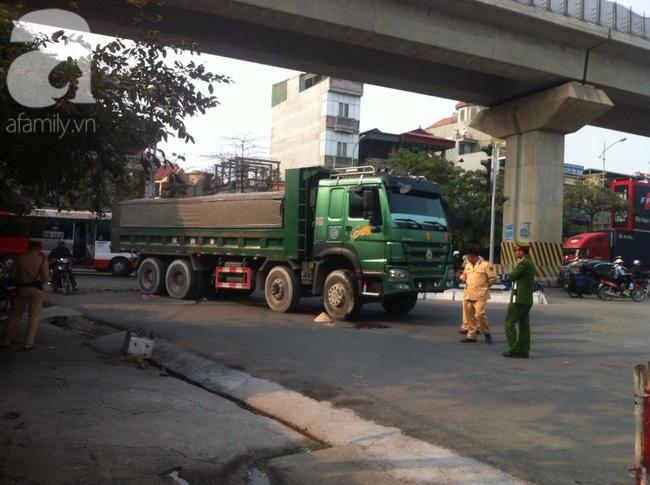Hà Nội: Người phụ nữ gánh rau bán rong tử vong dưới bánh xe tải - Ảnh 2